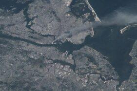 NASA Unggah Ulang Gambar Tragedi WTC dari Luar Angkasa