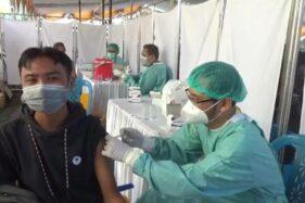 Jelang PTM, Mahasiswa Universitas Muhammadiyah Madiun Ikuti Vaksinasi