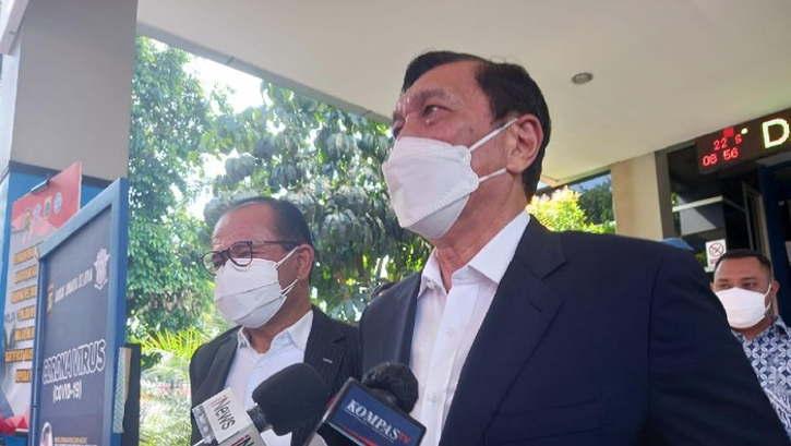 Menko Marinvest, Luhut Binsar Pandjaitan, mendatangi Polda Metro Jaya untuk melaporkan dugaan fitnah yang dilakukan Haris Azhar dan Fatia Maulidiyanti. (detik.com)