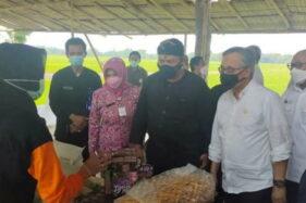 Kepala OJK Kunjungi Karanganyar, Komitmen Siap Bantu Petani