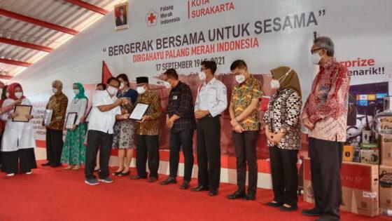 HUT ke-76 PMI Solo Bagi-Bagi Penghargaan, BMPD Jadi Pendonor Terbanyak