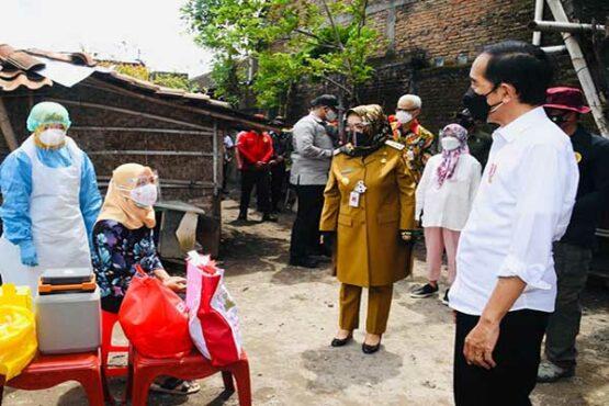 Presiden Tinjau Vaksinasi Covid-19 Door To Door di Delanggu Klaten