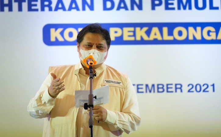 Menteri Koordinator Bidang Perekonomian Airlangga Hartarto saat mengikuti agenda penyaluran KUR dalam rangkaian kunjungan kerja di Kota Pekalongan, Kamis (16/9/2021). (Istimewa)