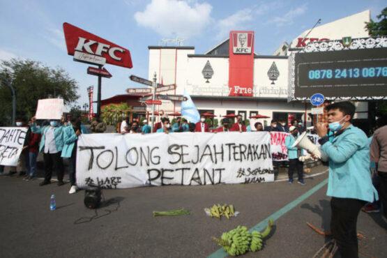 Perjuangkan Nasib Petani, Mahasiswa Soloraya Unjuk Rasa di Ngarsopuro Solo