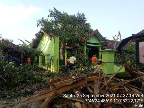 Angin Kencang Terjang Dua Kecamatan di Wonogiri, Puluhan Rumah Rusak