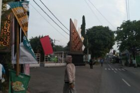 Tuntut PTM Digelar, Mahasiswa UIN Raden Mas Said Surakarta Pasang Bendera Merah