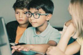 Bunda, Kenali Tanda-Tanda Anak Mengalami Mata Minus