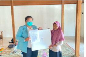 Kelompok 297 KKN UNS Sosialisasi Pemasaran Digital Bunga Stoking di Wonogiri