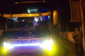 Terobos Lampu Merah, Warga Ngawi Luka Parah Ditabrak Bus di Sumber Solo