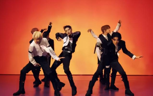 NCT 127 di video klip Sticker. (Youtube/SMTOWN)