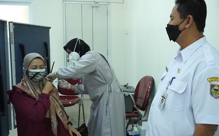 Vaksinasi yang diikuti oleh pelaku usaha pariwisata di Boyolali. (boyolali.go.id)