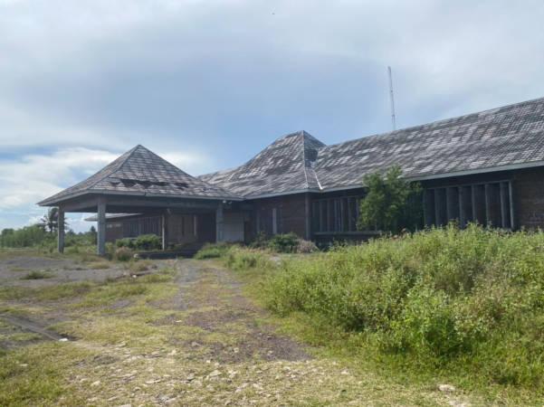 Kantor PT JMI di Dukuh Karangwuni, Kecamatan Wates, Kulonprogo, YK yang tampak tak terawat, Kamis (25/9/2021). ((Solopos/Mariyana Ricky PD)