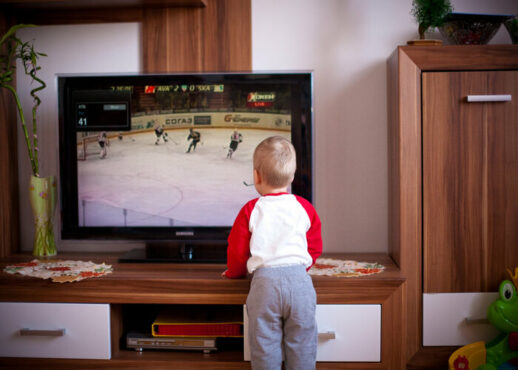 Bunda, Begini Cara Menghadirkan Tayangan Televisi Ramah Anak di Rumah