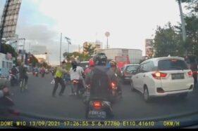 Alvin Lie Unggah Video Polisi Semarang Jatuhkan Pengendara Motor, Ini Tanggapan Polda Jateng