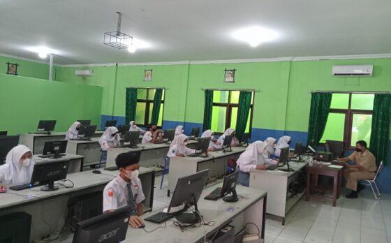 Klaster Corona Muncul di Sejumlah Sekolah, Nadiem: PTM Jalan Terus!
