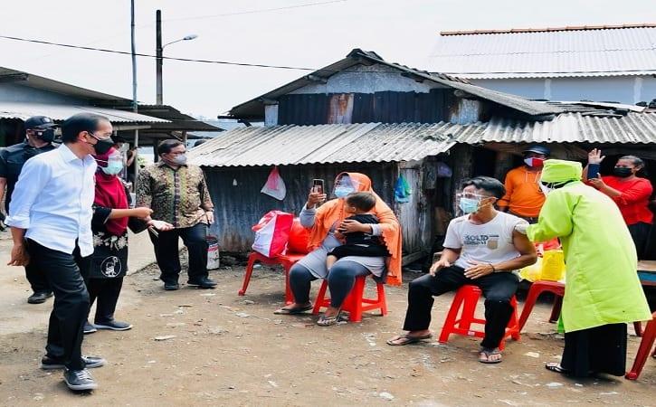Tinjau Vaksinasi Covid-19 di Cilacap, Presiden Jokowi Ingatkan Warga Taat Prokes