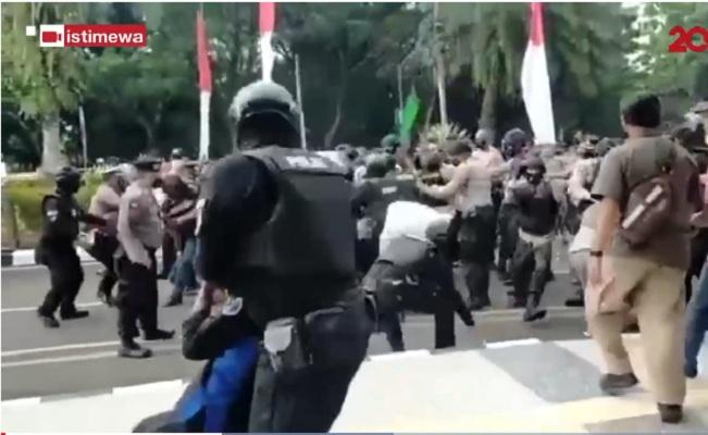 Mahasiswa di Tangerang Dibanting Polisi, Ini Kronologinya