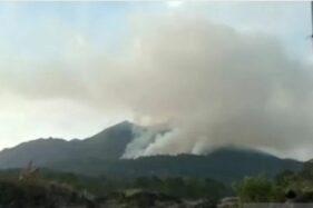 Lereng Gunung Batur Di Gianyar Bali Terbakar