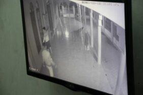 Terekam Kamera CCTV, 4 Pria Bobol Kotak Infak Masjid di Daleman Klaten