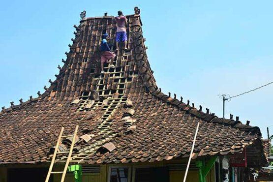 106 Rumah Rusak Diterjang Angin Puting Beliung di Kudus