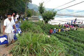 Polisi Distribusikan Bantuan Bahan Pokok untuk Korban Gempa Bali