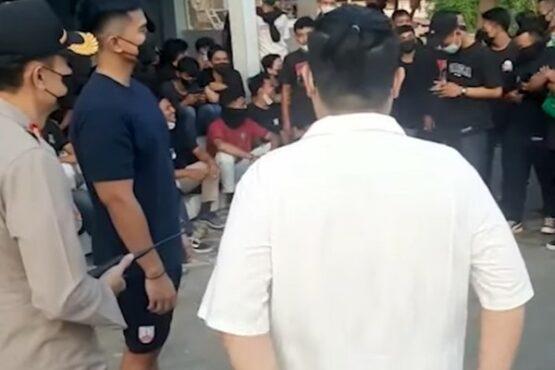 Gaya Kaesang Pangarep Susul Suporter di Kantor Polisi