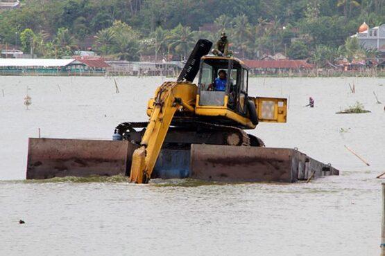 Revitalisasi Dimulai, Ekskavator Mulai Mengapung di Rawa Jombor Klaten
