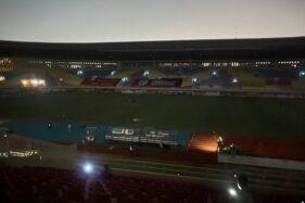 Derbi Mataram, 2 Kali Stadion Manahan Solo Mati Lampu