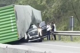 Mobil Tertimpa Truk, Bos Indomaret Meninggal di Tol Cipularang