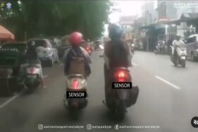 Naik Motor Sambil Ngobrol Kena Denda Rp750.000, Waspada Lur!