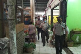 Tabuh Kentungan, Petugas Pasar Nusukan Solo Keliling Pantau Prokes