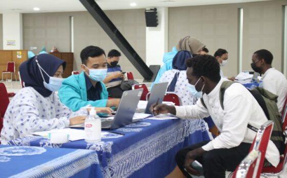 Mahasiswa Internasional UMS Jalani Vaksinasi di Edutorium UMS